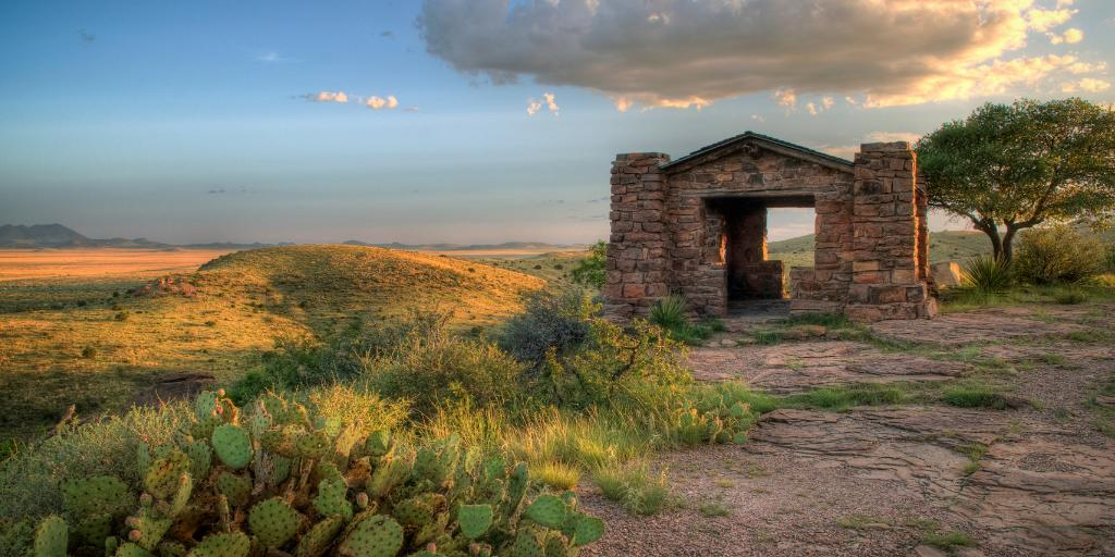 """""""There wouldn't be no Alamo, No Cowboys in the Superbowl... No Lonesome Dove, no """"Yellow Rose"""", if it wasn't for Texas."""" - George Strait  #TXStateParks ##DavisMountainsSP<br>http://pic.twitter.com/pm4jUYO9uk"""