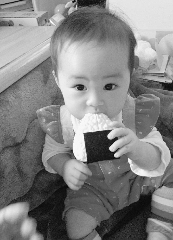 test ツイッターメディア - #セリア でおにぎりのおもちゃと抱っこ紐を購入して早速遊びましたぁ 楽しそうに #ダッフィー ちゃん背負ってを食べましたぁ(笑) 可愛すぎるっ‼️ ちなみに重たいもの入れても背負って歩いちゃう⁉️(笑)  #ぷっくりニュース https://t.co/a0r72yy7Fs