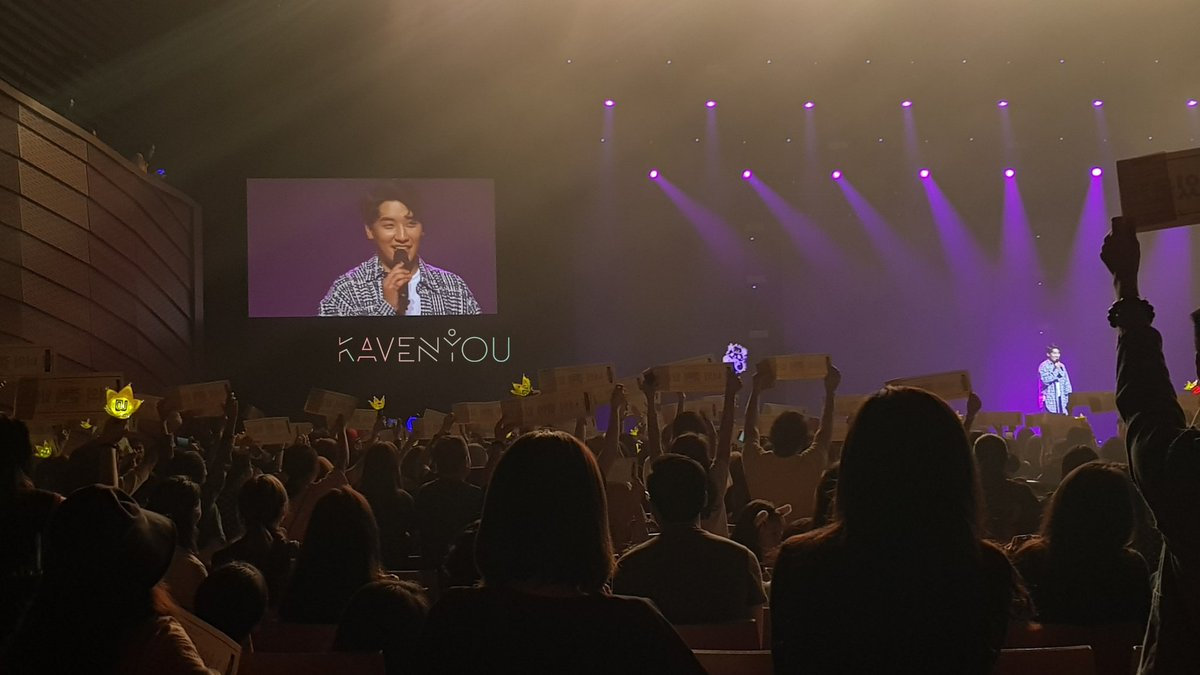 Seungri saw the fan banner project done by fans, which reads &quot;난 너의 곁에 있을게&quot; (I will be by your side)!  : You guys can stay with me because I&#39;m not a bad guy!  #TheGreatSeungriInSG #Seungri<br>http://pic.twitter.com/tVtV4e9229