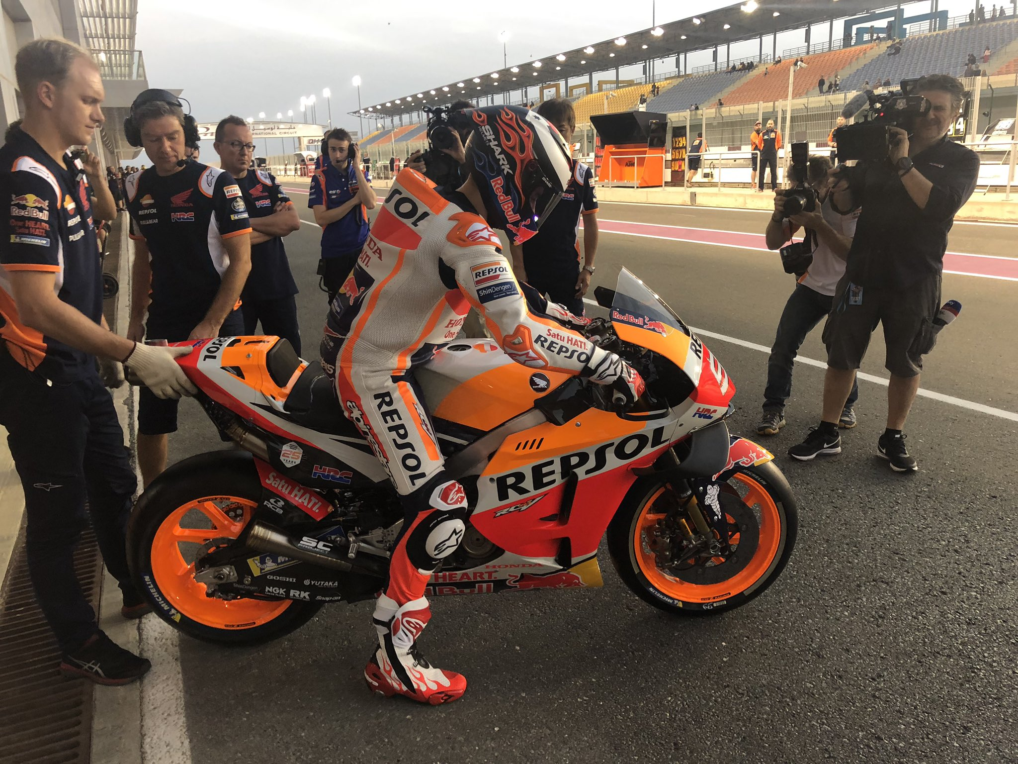 MOTO GP TESTS 2019 - Page 3 D0GOqNMWwAIa1fw