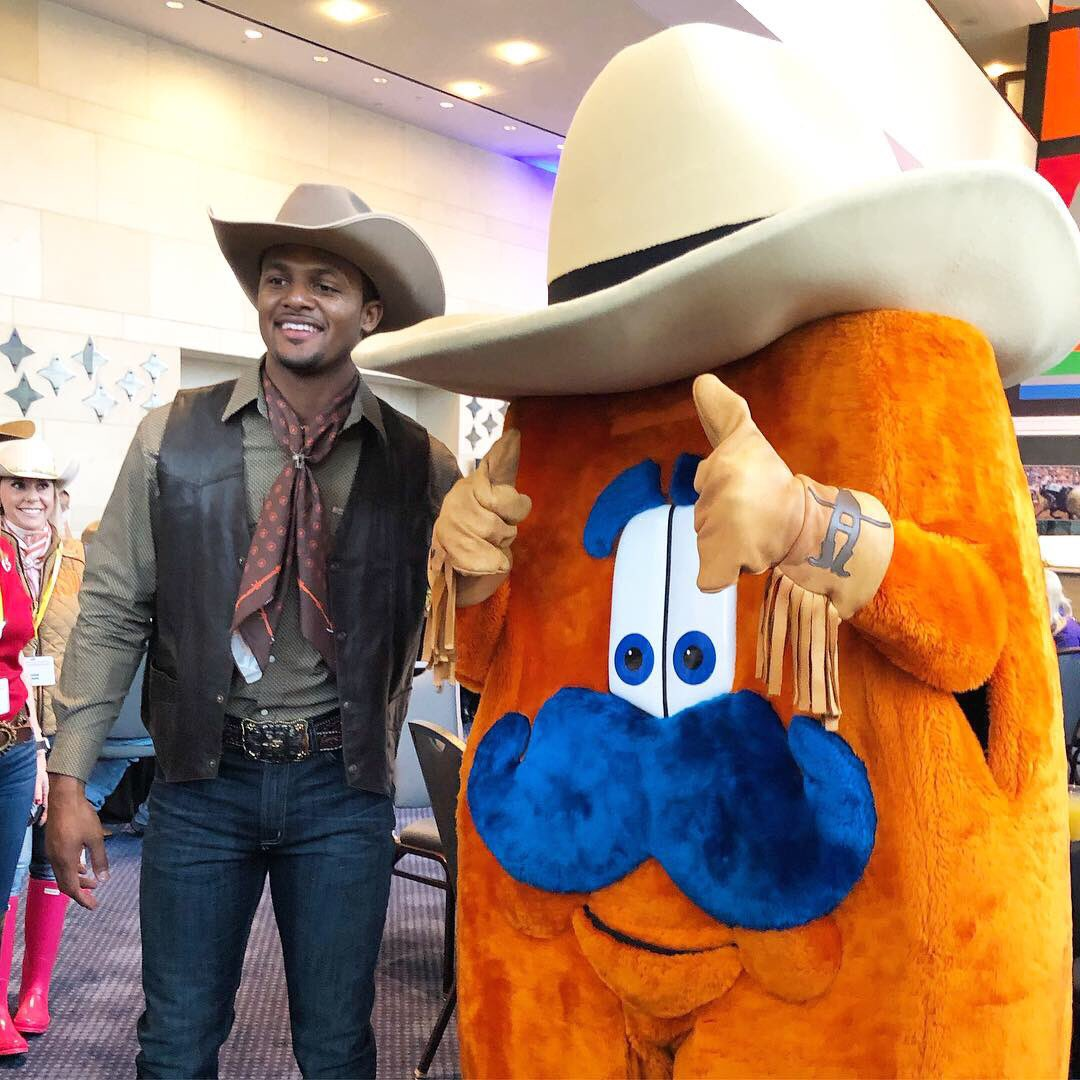 We're excited to have @HoustonTexans quarterback @deshaunwatson here as the 2019 Downtown Rodeo Parade Grand Marshal! Let's #RODEOHOUSTON!