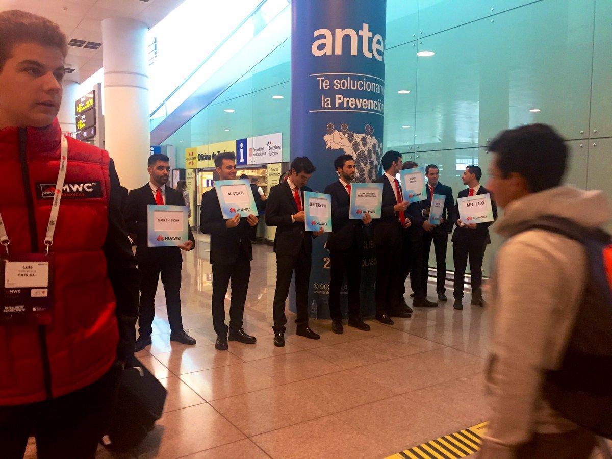 Ambiance pré Mobile World Congress ce samedi à la sortie de l'avion #MWC2019 – at Aeroport de Barcelona-El Prat (BCN)