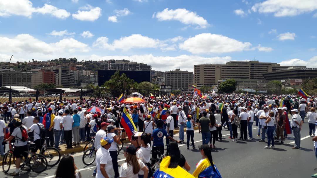 Maduro: Si algo me pasa, ¡retomen el poder y hagan una revolución más radical! - Página 8 D0GrkR7X4AA9oxD