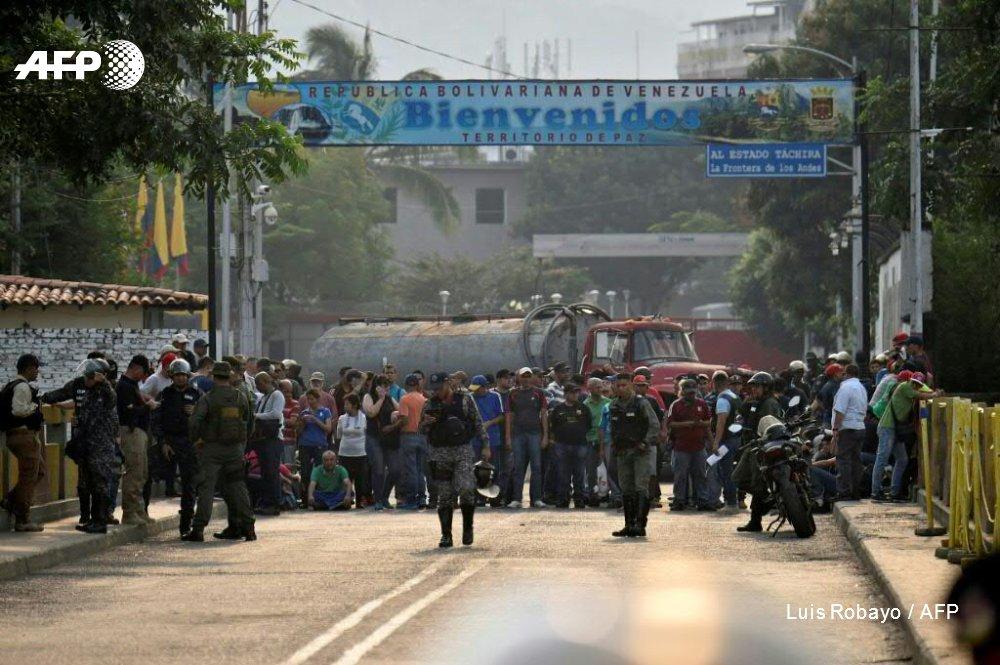 #UPDATE Venezuela border tensions turn violent amid aid distribution bid https://t.co/iN3RZFT8B3