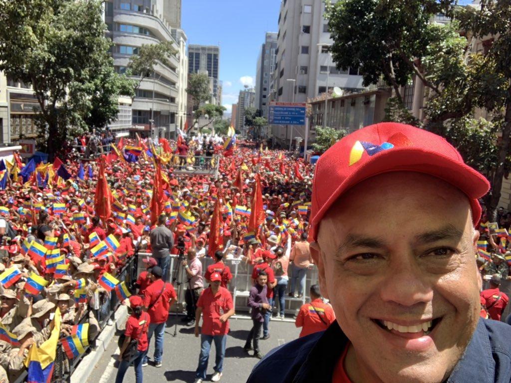 Maduro: Si algo me pasa, ¡retomen el poder y hagan una revolución más radical! - Página 8 D0GyvmwWoAEKuJ4