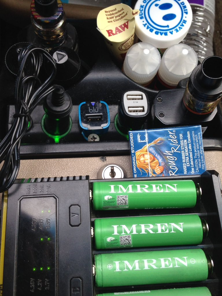 If the center console of your car looks like this. You're a vaper or you married one. Or both. #vapefam #vaping #vapeislife #itsalifestylenotahobby pic.twitter.com/PyA41jTG2T