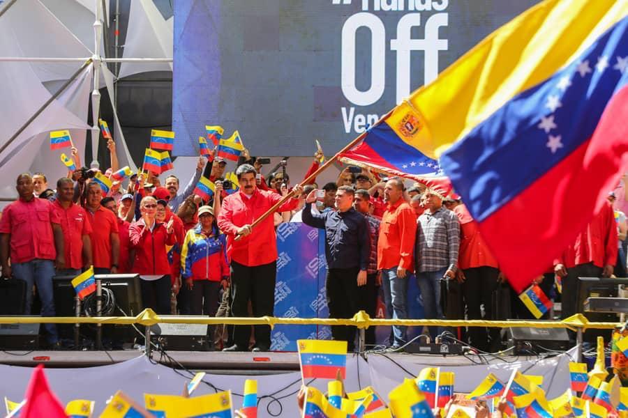 La decisión de romper las relaciones políticas y diplomáticas con el gobierno de Colombia, se sustenta en las intolerables provocaciones que pretenden desestabilizar nuestra Patria. Su personal diplomático y consular tiene 24 horas para salir de Venezuela.