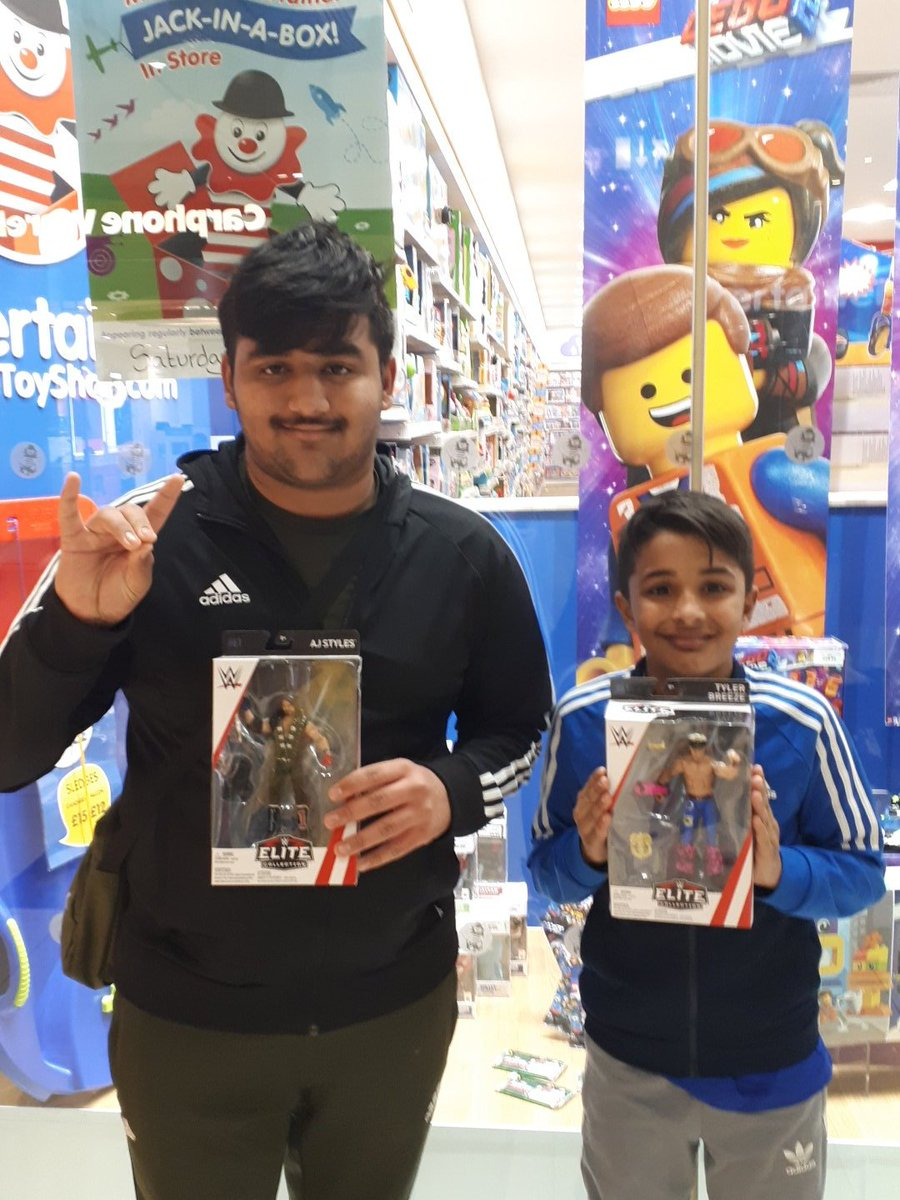 Today me and bro went to get some Elite figures  and we chose these   @AJStylesOrg @MmmGorgeous  #Elitecollection #phenomenal #BulletClub <br>http://pic.twitter.com/bkrtVvPBHX