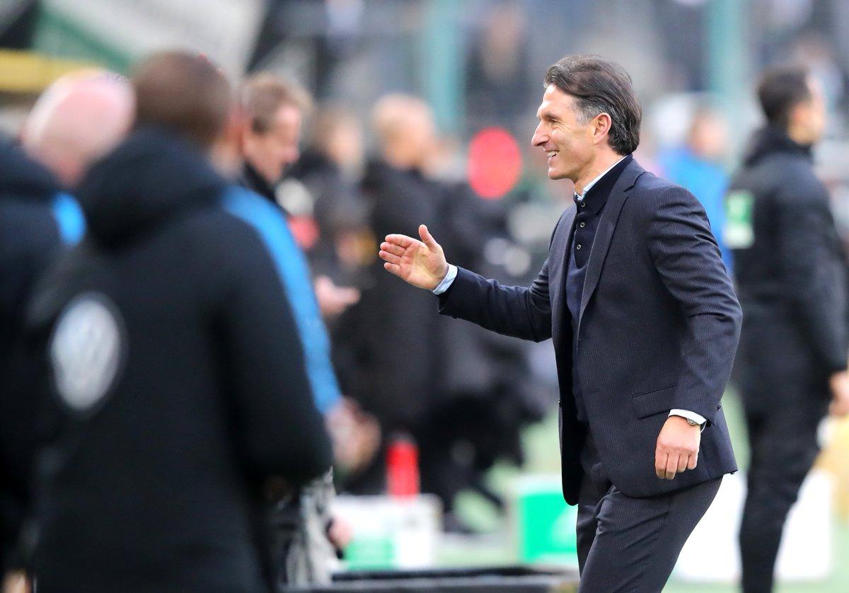 """VfL-Cheftrainer Bruno Labbadia attestiert seiner Mannschaft eine """"Wahnsinnige Effektivität"""". Was der Wölfe-Coach sonst noch zu #BMGWOB sagt, lest ihr hier ➡️ http://goo.gl/4y6vVu"""