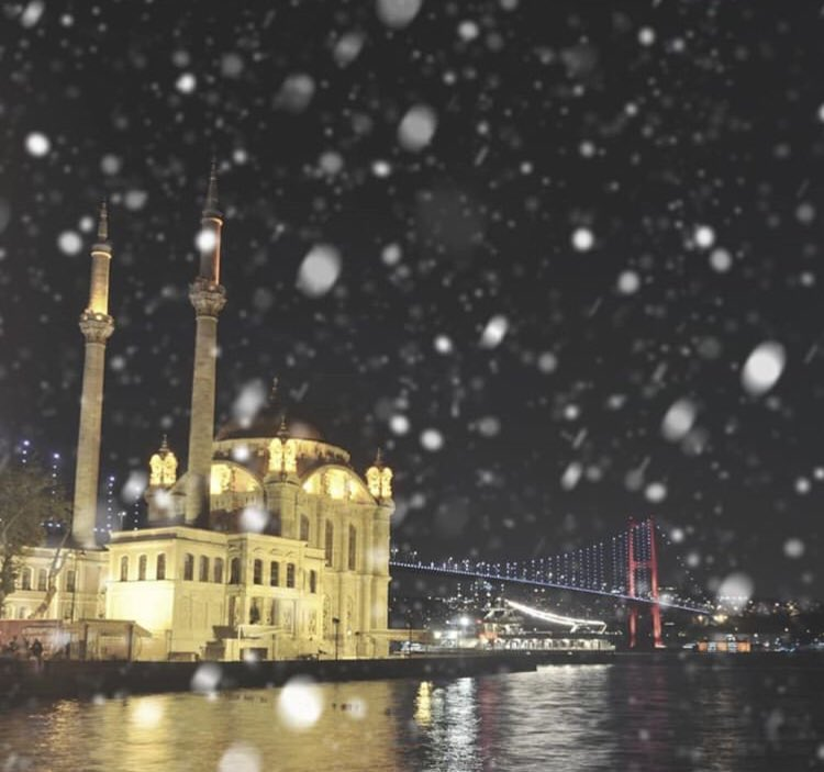 it is snowing in istanbul right now  <br>http://pic.twitter.com/rjXbbXYqlY