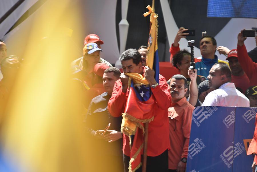 🇻🇪Presidente @NicolasMaduro: Nunca, escúchelo bien Sr. Donald Trump, jamás ni nunca traicionaré el juramento sagrado que hice con el Comandante Chávez de defender la Patria, de defender el Pueblo y de construir el Socialismo del Siglo XXI para los años futuros.