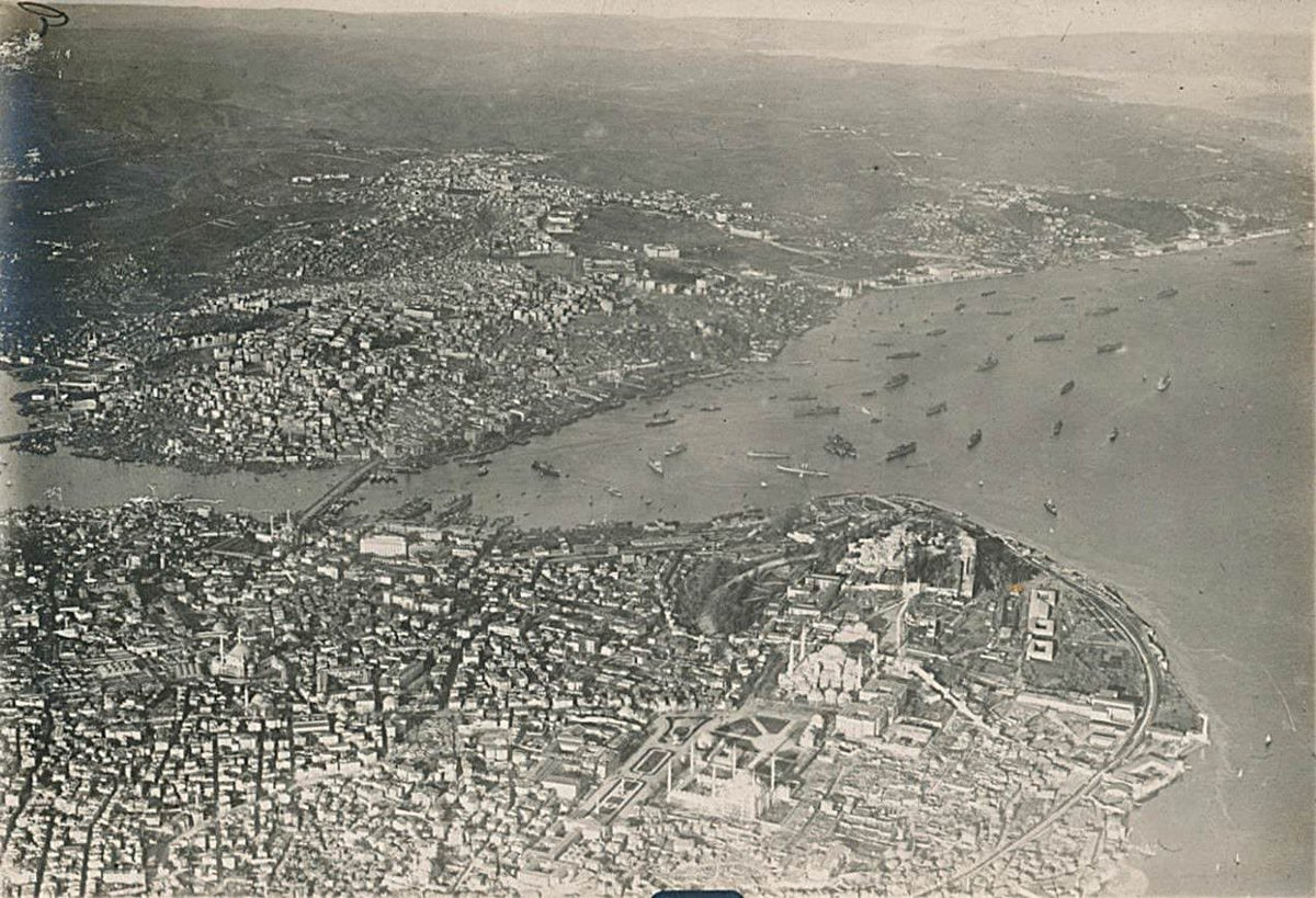 Aerial view of Istanbul from a Zeppelin, 1918 (from Wikipedia) <br>http://pic.twitter.com/QcQmXZU0qo