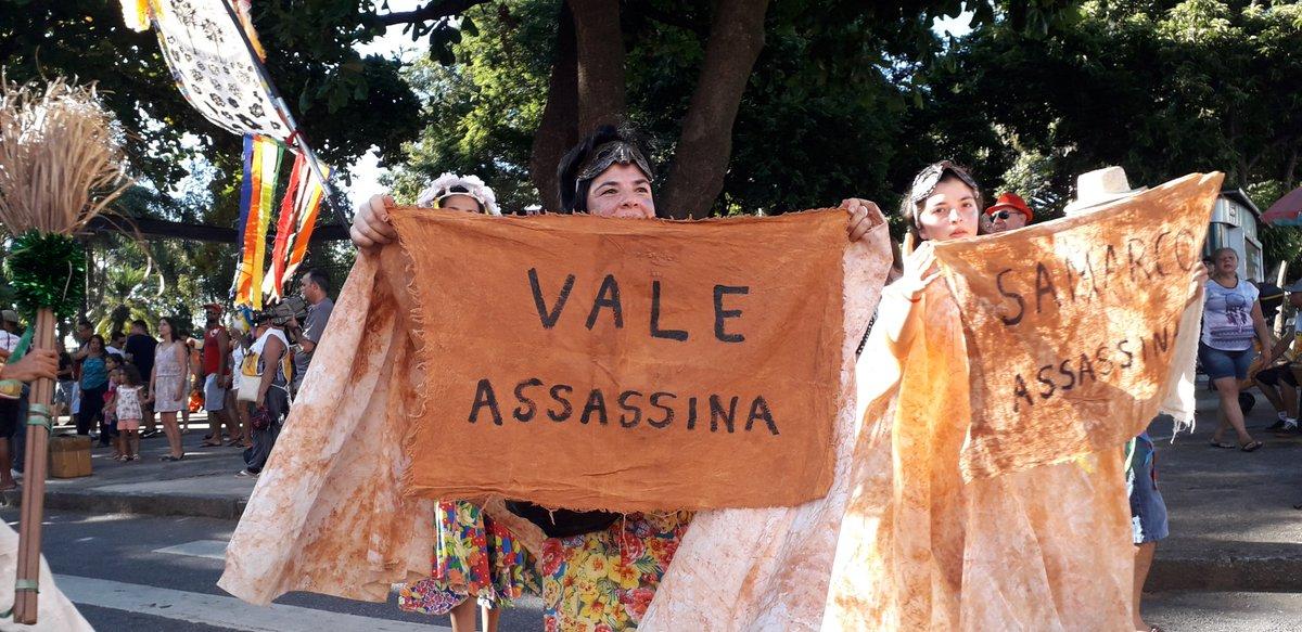 BLOCO BOI ROSADO GRITA: VALE ASSASSINA  Em cortejo que aconteceu hoje no bairro Santa Tereza,  em Belo Horizonte, o Bloco Boi Rosado faz protesto contra os crimes da Vale.  Imagens por Henrique F. Marques   Jornalistas Livres  #ValeAssassina  #ValeMata