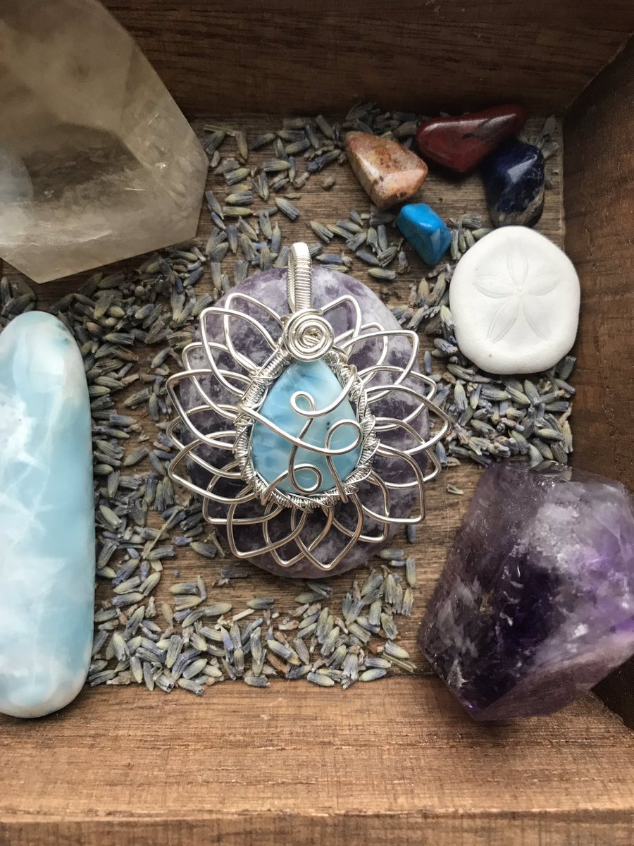 mantra minerals x mildhippie giveaway   To enter: •Retweet &amp; follow me (@mildhippie) &amp; @mantra_minerals   Extra entries: • Tag up to 5 friends below  Winner receives this larimar sunflower pendant wrapped by me (crystal cab is from mantraminerals)   GOOD LUCK <br>http://pic.twitter.com/9pPj61DAif