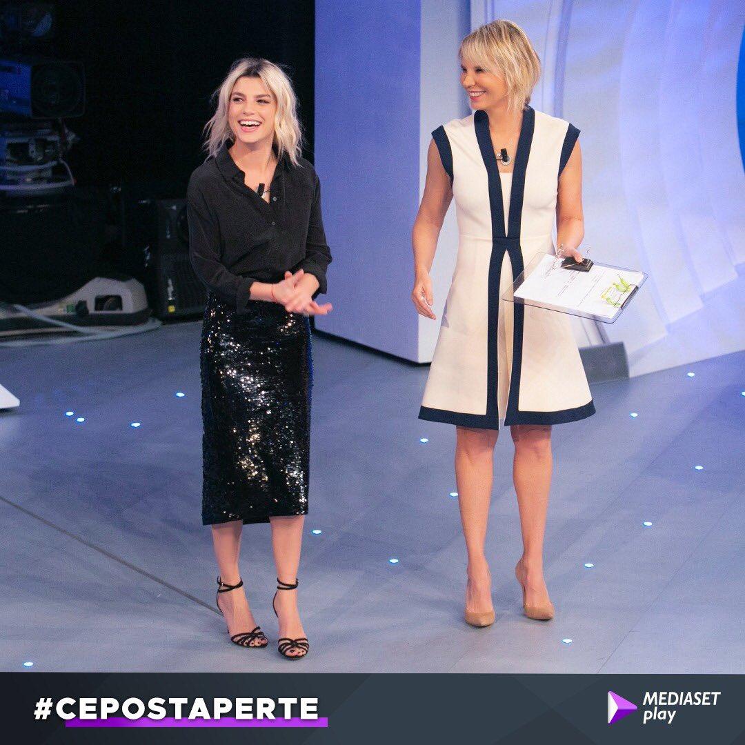 Benvenuti a #CePostaPerTe! Iniziamo con una storia emozionante che coinvolgerà anche @MarroneEmma ♥️ siete sintonizzati su #Canale5?