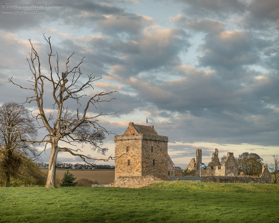 One of #Fife&#39;s less visited gems: Balgonie Castle. #Scotland in #Winter <br>http://pic.twitter.com/aQyibvWBpU