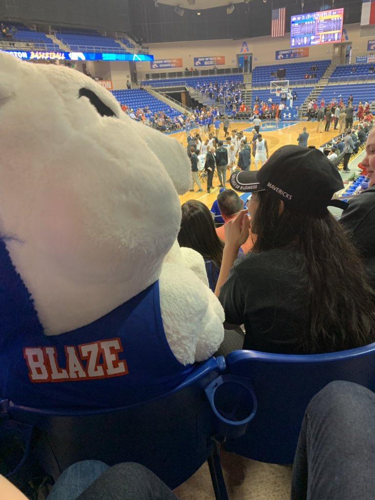 Here @utarlington @UTAbasketball cheering on our UTA #Mavericks with students from @LamarHigh!