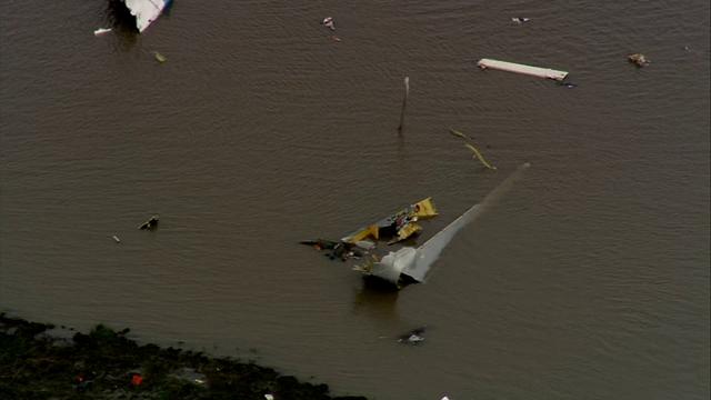 Boeing 767 cargo plane with 3 aboard crashes http://dlvr.it/QzXqbv @FOX26Houston