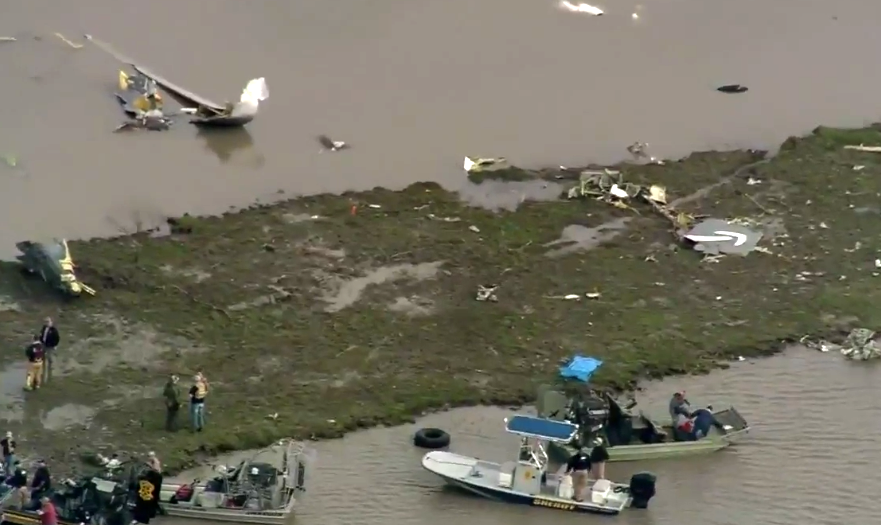 LIVE Thousands of debris found at the Prime Air Boeing 767 crash area, including Amazon logo  https://www. airlive.net/breaking-a-pri me-air-boeing-767-has-crashed-into-trinity-bay-near-houston-bush-airport/ &nbsp; … <br>http://pic.twitter.com/wQGutJQp9i
