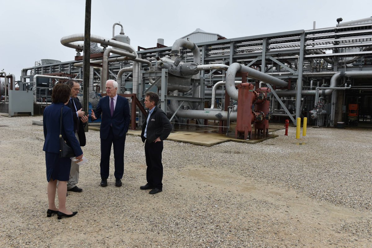 Yesterday @SenatorCollins and I were impressed by our tour of NET Power in La Porte, the first fossil fuel-burning plant with zero atmospheric emissions.