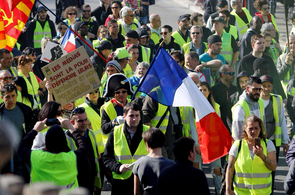 Thousands march as France's 'yellow vest' protests rumble on https://t.co/Hl96kZGxI0