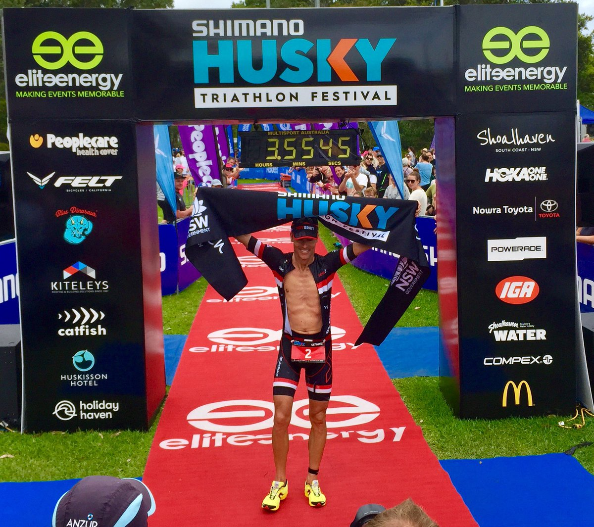 45-jarige Crowie wint halve triatlon in Australië