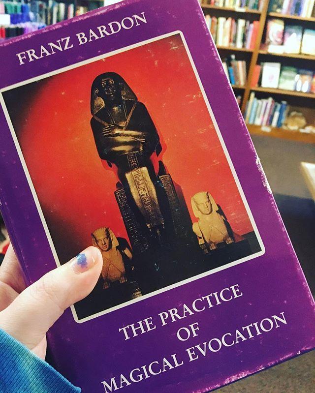الوسم #occultbooks على تويتر