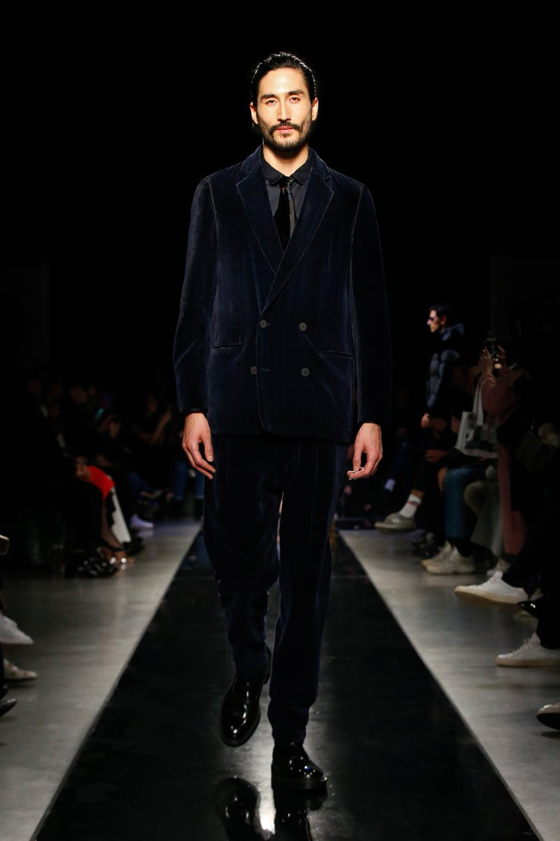 c66a149d25639 Classic  GiorgioArmani men s silhouettes and tailoring complement the  women s collection in the first Giorgio Armani