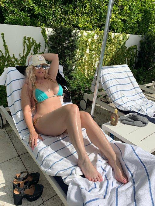 Poolside #sunny #hotvideo #hotels #poolside #POOL #bigtitsatschool #bigtitblonde do you@like@blue on
