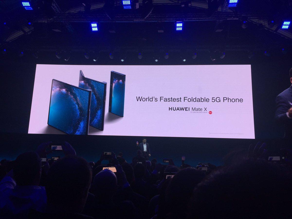 Après l'annonce de son nouvel ordinateur portable, le Huawei Mate Book X Pro, place à la grande annonce attendue, le Huawei Mate X, un smartphone pliable 5G. #MWC19