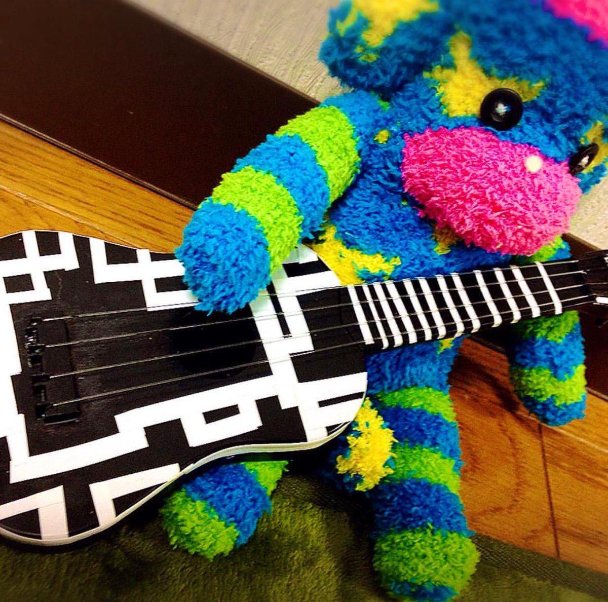 test ツイッターメディア - 100均一のギターを布袋ギターに 100均一の靴下を罹猿に  200円で出来ました  #リメイク #布袋寅泰  #100均一  #ソックモンキー  #ダイソー https://t.co/rbvdDynl4Z