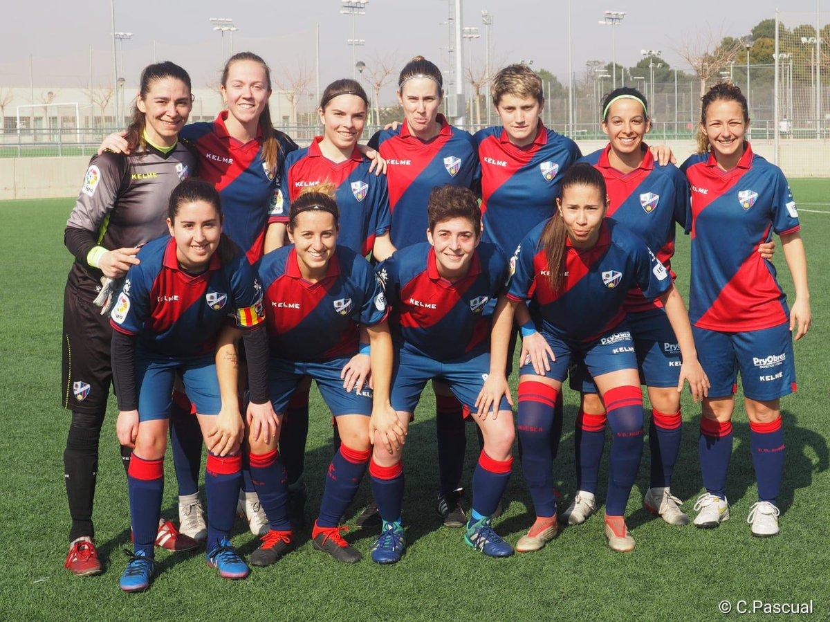 FEMENINO | La @SDHuescaFem se clasifica para el play-off de ascenso con cinco partidos aún por jugarse gracias a un valioso empate (2-2) ante El Olivar.   👏 ¡Enhorabuena, chicas! ¡A mantener la primera plaza y a por el ascenso! 🔵🔴  👉 https://sdhu.es/FemClasif  📸 @rcarlosp