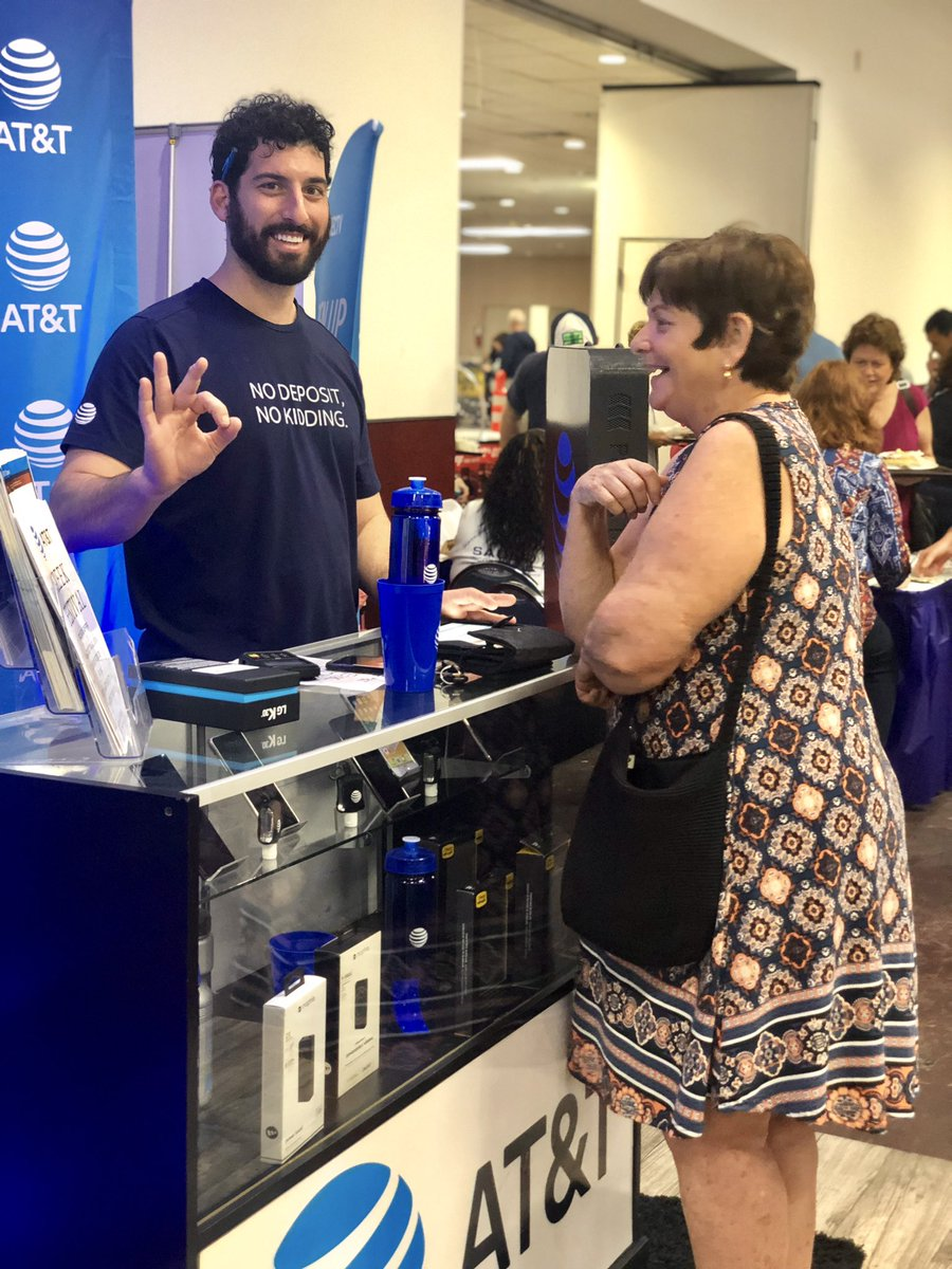 Happy New AT&T Customer! We love when customers are Happy! Welcome to AT&T!! 🙌🏾🙌🏾 #ATT #ATTFiber #NewATTCustomer #MoreForYourThingThatsOurThing #CCGMEvents https://t.co/dKBbuOxIam