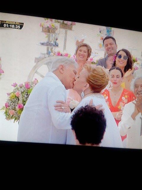 Que Diría @Al3jandraGuzman  al ver esto ! Su madre casándose jeje 😍Me encantaría Saber!!! @SilviaPinaI @Al3jandraGuzman