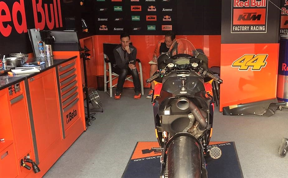 MOTO GP TESTS 2019 - Page 4 D0QZB3AW0AAWrbS