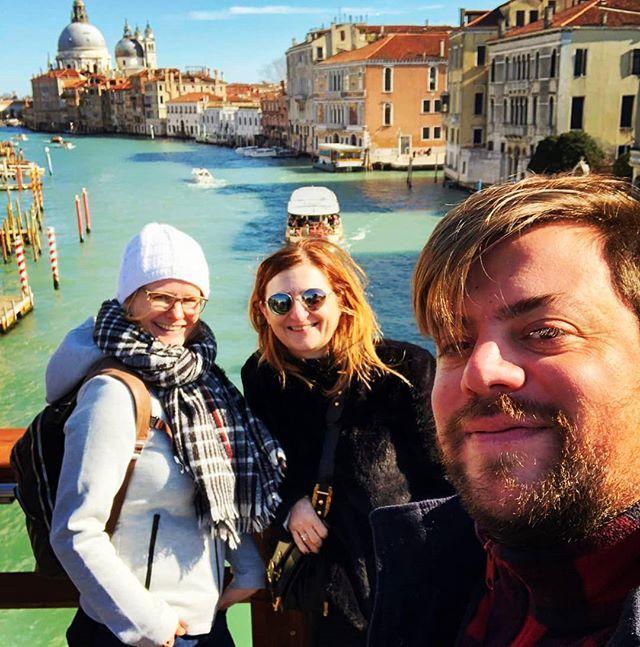 "It's called ""Felfie"" Federico's selfie#eatvenice #venicewalk #veniceselfie #venicewalkingtour #streatyvenice #pontedellaccademia #canalgrandeselfie #venicefoodtour #venicefoodie #visitvenice #bestveniceguides #travelsustainable #eataround #foodtours… https://ift.tt/2GH2Sjjpic.twitter.com/yV67cRgtSH"