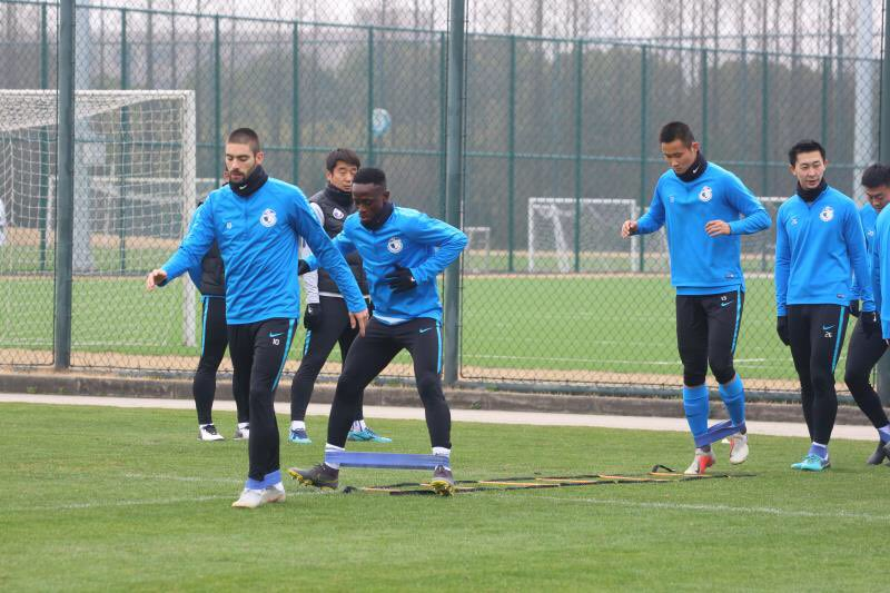 PHOTOS: Emmanuel Boateng begins training with Dalian Yifang ahead of new season