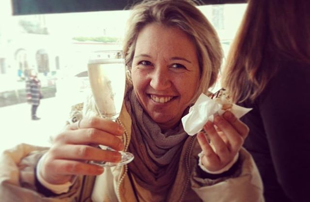 Busy hands? It's a #streatyvenice counter effect#eatvenice #venicefoodandwine #venicebacaritour #venicewinetour #venicefoodtour #streaties #drinkvenice #drinkiestours #venicewalk #timetodrink #proseccotime#cicchettitime #cicchettiveneziani #cicche… https://ift.tt/2BSMHeCpic.twitter.com/NIsaakbywh
