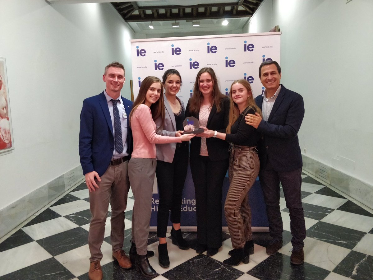 ... DEBATE   PUBLIC SPEAKING TOURNAMENT 2019 . El equipo ganador está  formado por Rebecca Giachini d269019dce