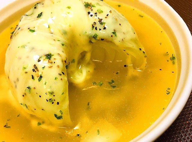見た目からして絶対美味しい!!レンジだけで簡単オニオンスープ!!