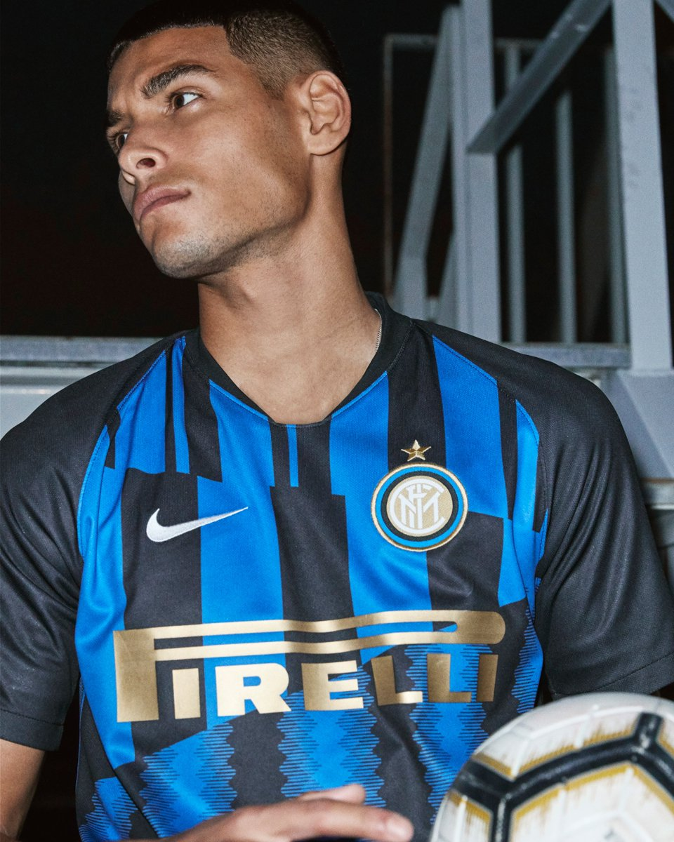9a4166d0 @Inter receive a 20th anniversary strip from Nike, featuring segments of  iconic shirts from 1998/99 to 2017/18.pic.twitter.com/bsWKiIcvMx