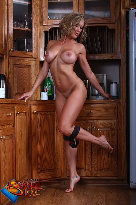Titty Talk on #TittyTuesday :  Please tell your boobs to stop staring at my eyes #BrandiPics #MILF https://t