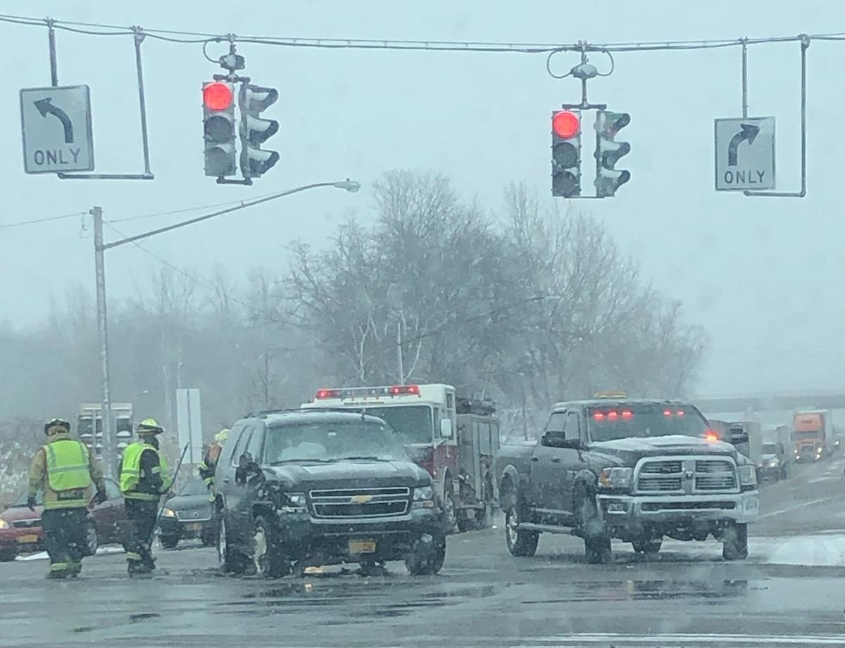 Crash reported at intersection of SR 14 and 318
