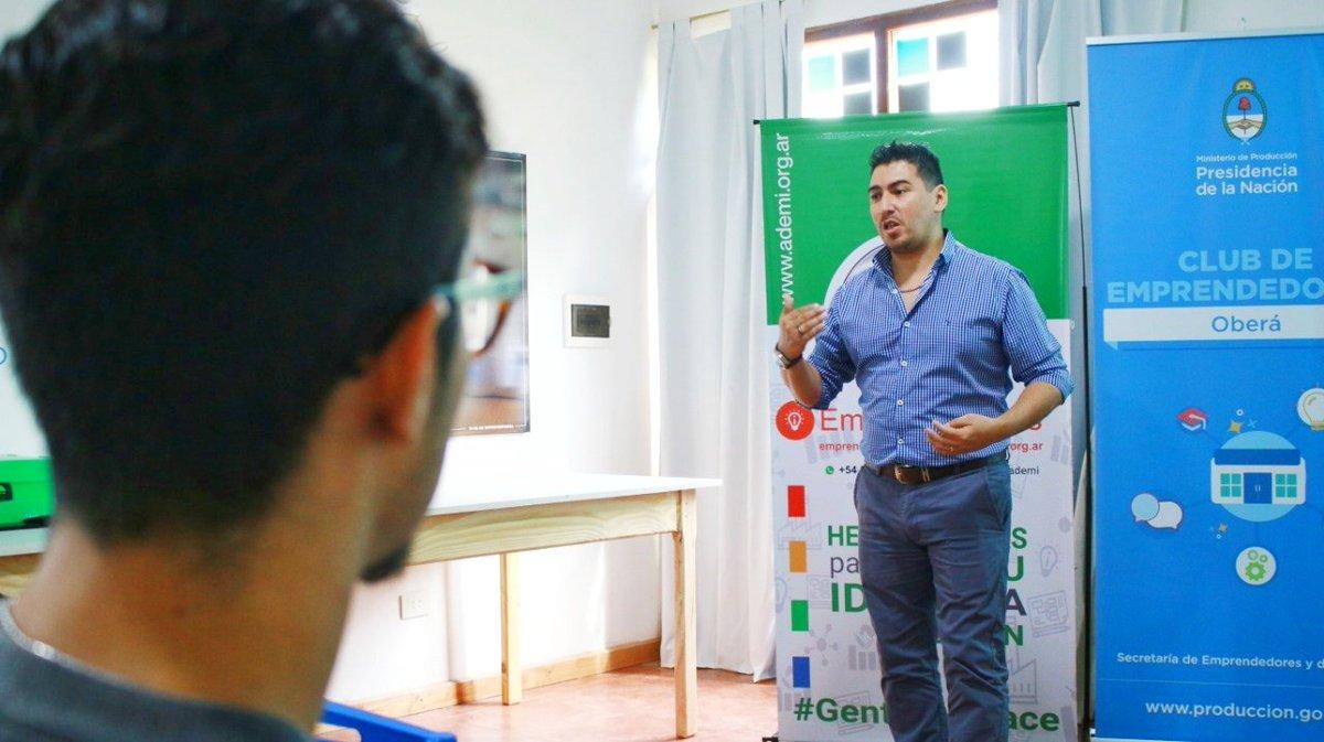 #Ahora en el Club de Emprendedores de #Oberá se desarrolla la charla sobre el #AulaVirtualADEMI con emprendedores de la zona centro que se encuentran en la etapa de formulación de sus planes de negocio. #GenteQueHace #Misiones