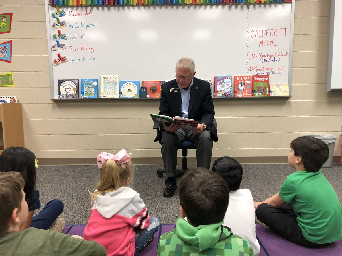 #FLYE first graders enjoyed a Dr. Seuss read aloud by Mr. Tyler this morning! #BaldwinProud #ReadAcrossAmerica @BCBESuper @BCBESchools ...