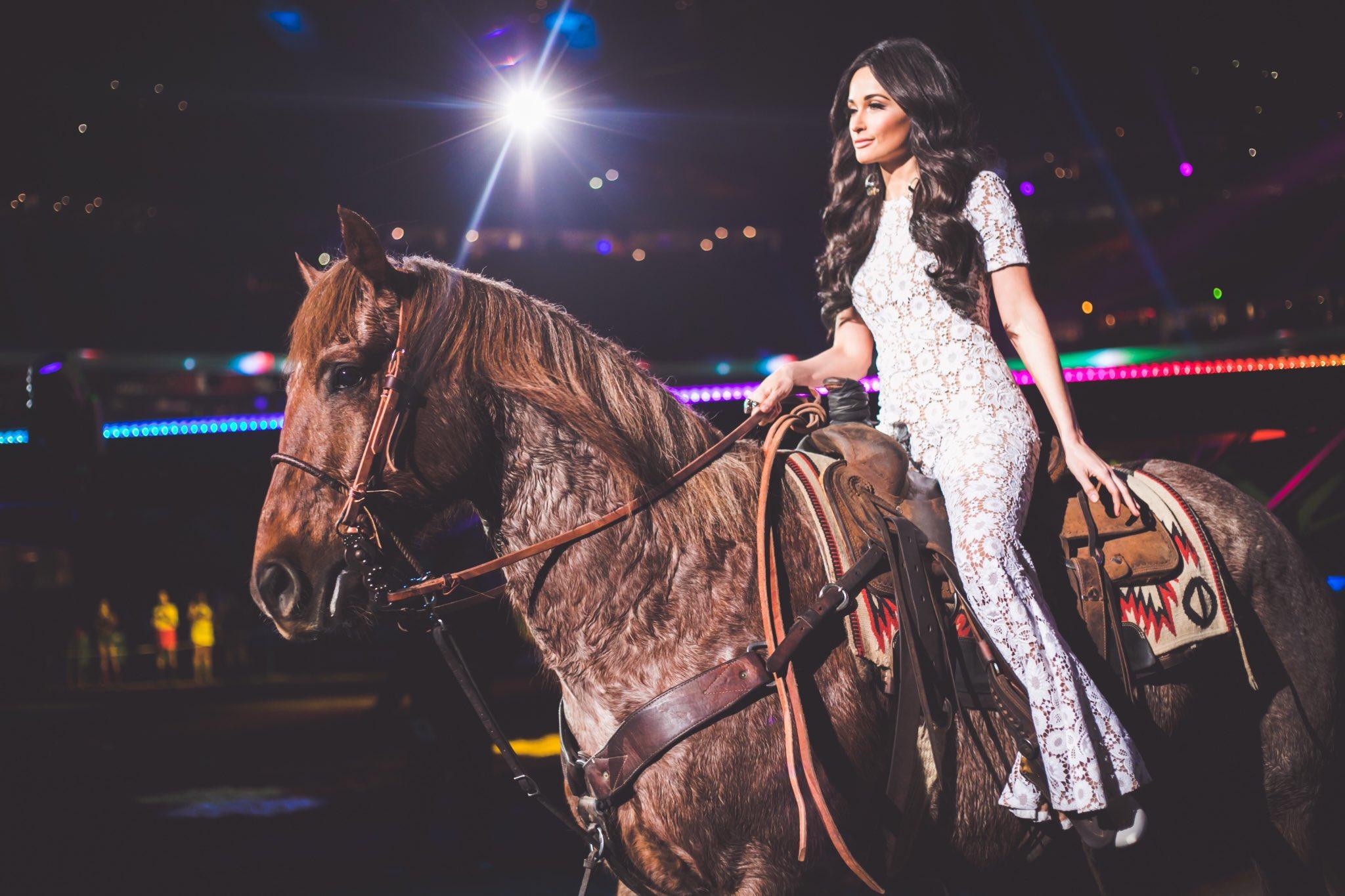 Kacey Musgraves Covers Selena Quintanilla Entertainment