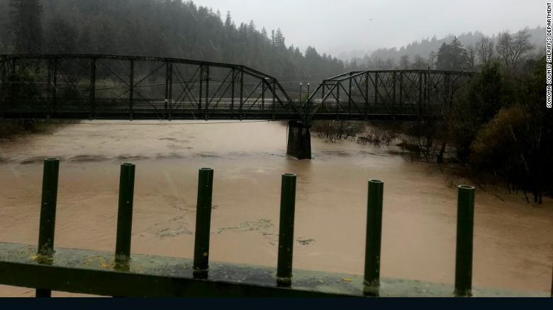 Russian River expected to rise 14 feet, leading to evacuation order in Sonoma County https://t.co/GCvOrBtiDD https://t.co/ZpMqG0oAMB