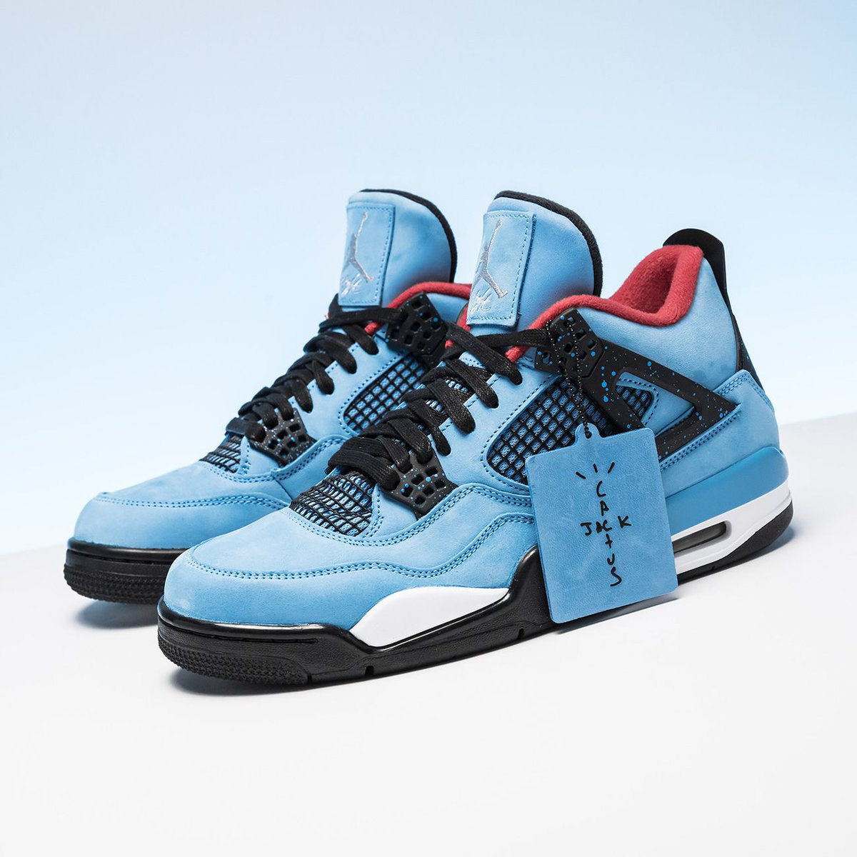 1285c3879 ... Nike—a muted take on the AJ4 in a colorway that referenced his hometown  Houston Oilers—is still as fresh as ever. http   bit.ly 2EgIntc pic.twitter.com   ...