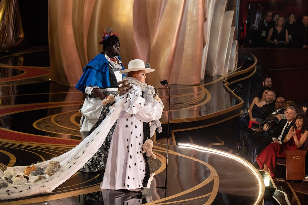 4chion Lifestyle On Twitter Melissa Mccarthy And Brian Tyree Henry Present The Oscar For Achievement In Costume Design Maggie Barry Fashion Designer Get To Know Her Here Https T Co Aydjyb7epb Maggiebarry Fashion Costume 4chionstyle