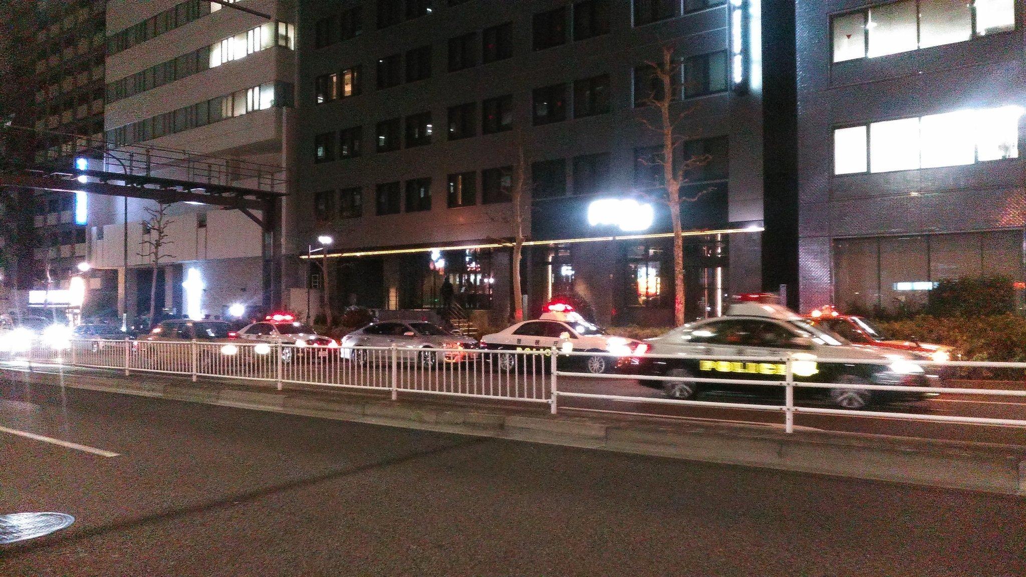 画像,帰り道、近所でパトカーと覆面パトカーとマスゴミとヘリコプターが押し掛けて謎の祭りをやってる件 #歌舞伎町 https://t.co/IAZZ6GeyNy…